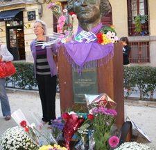 Foto del busto de CLARA CAMPOAMOR, situado en la Plza. Guardias de Corps, en la calle Conde Duque